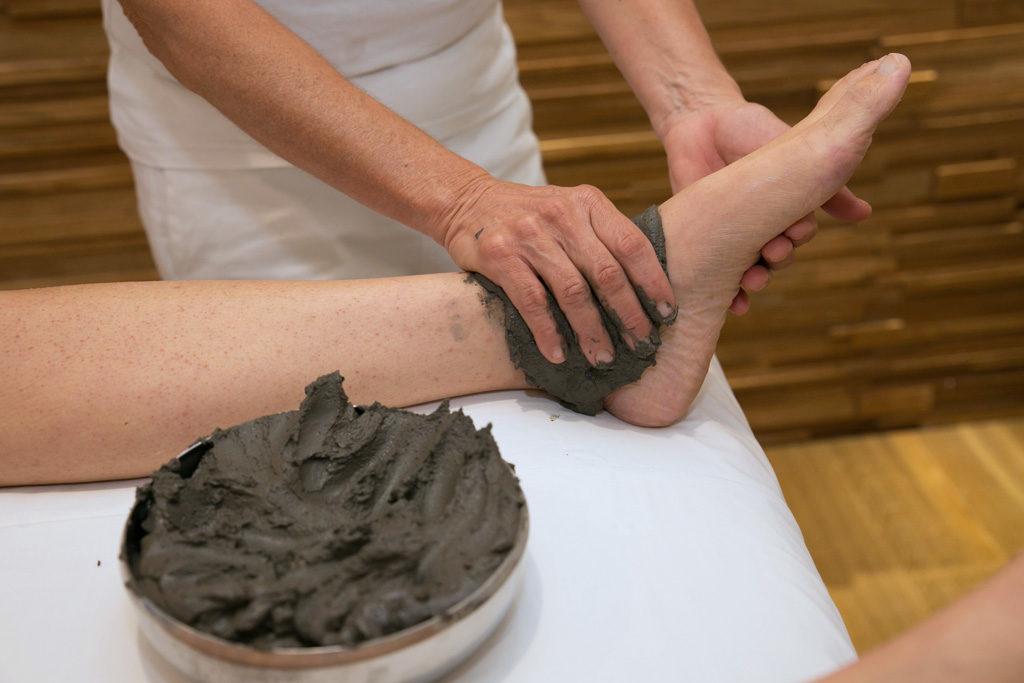 Applicazione fango articolazioni